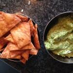 nachos met indiaase hummus